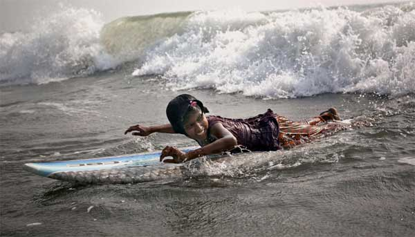 Bangladeshi surfer girls go against the cultural tide