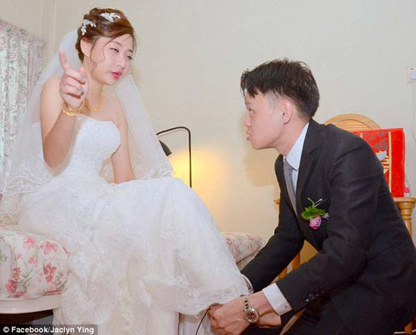 What happened here?! A couple's terrible wedding pics go viral