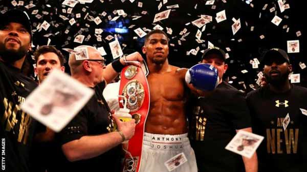 <strong>Joshua wins world heavyweight title</strong>