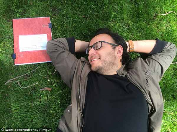 MIT student poses for romantic photoshoot with his thesis!