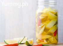 Quick pickled green mangoes