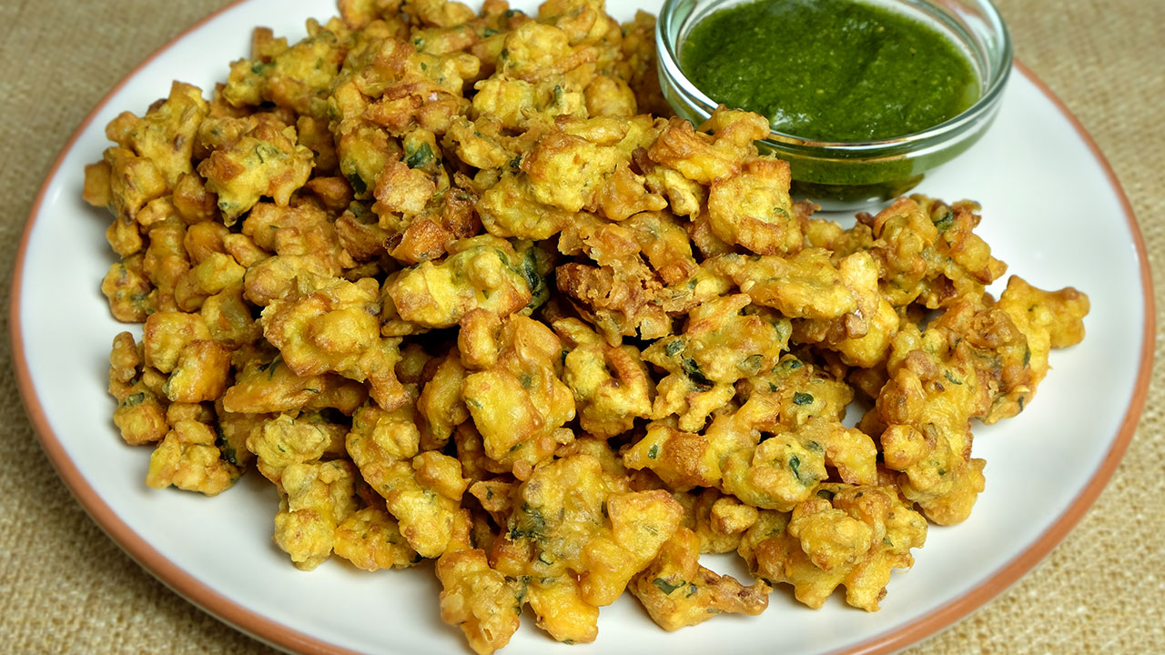 Iftar Special: Crispy aloo pakoras