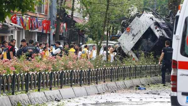Istanbul bomb attack on police bus 'kills 11'