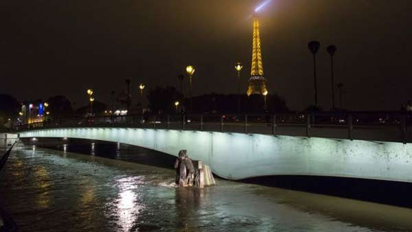 Paris river swells to 30-year high