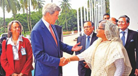 Prime Minister Sheikh Hasina welcomes US Secretary of State John Kerry at the PMO on August 29, 2016. Photo: BSS