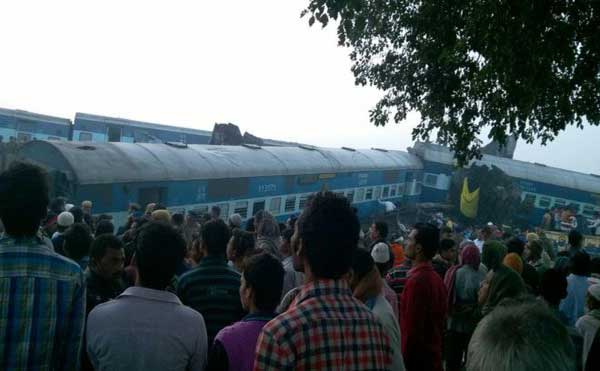 Over 100 killed in India train derailment
