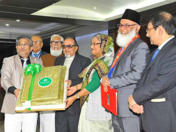 Islami bank donates blankets to PM relief fund