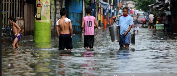 Powerful typhoon heads towards Manila