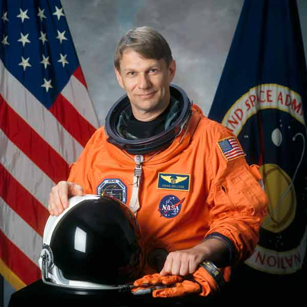 Piers Sellers: UK-born astronaut dies aged 61