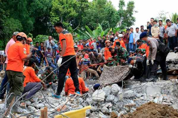 Search for earthquake survivors continues in Indonesia