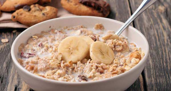 Healthy banana and almond porridge