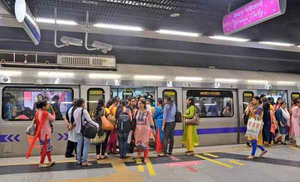 Women allowed to carry knives in India Metro
