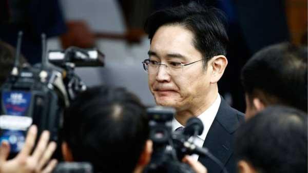 S Korea scandal: Samsung chief a suspect