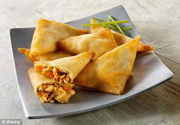 Tasty and crunchy vegetable samosa