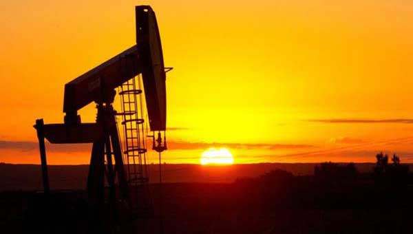 Crude oil holds gains in Asia