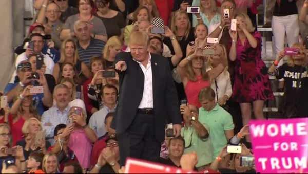 Trump savages media at Florida rally