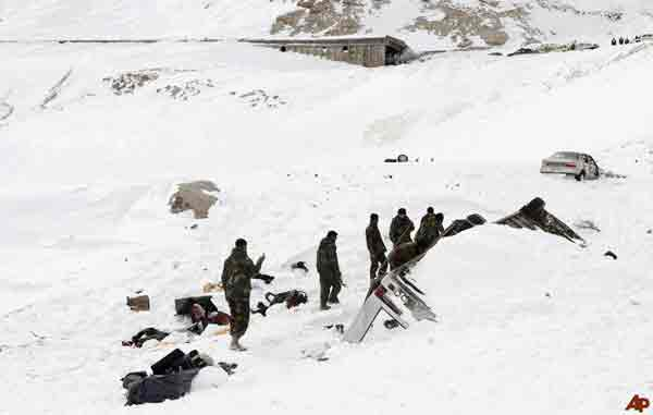 Afghanistan-Pakistan avalanches kill 130