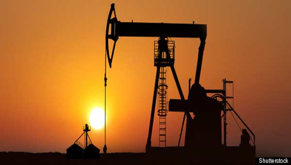 Crude oil prices edge lower in Asia