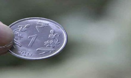 Indian Rupee falls 9 paisa in early trade