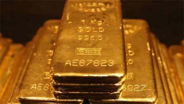 Gold dips in Asia in light regional data day, US eyed