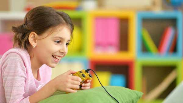 Diabetes alert! If your kid watches TV for over three hours, she may be at risk
