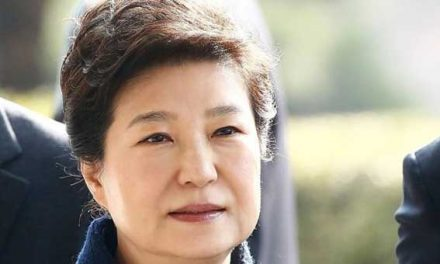 Ousted S Korean leader faces prosecutors
