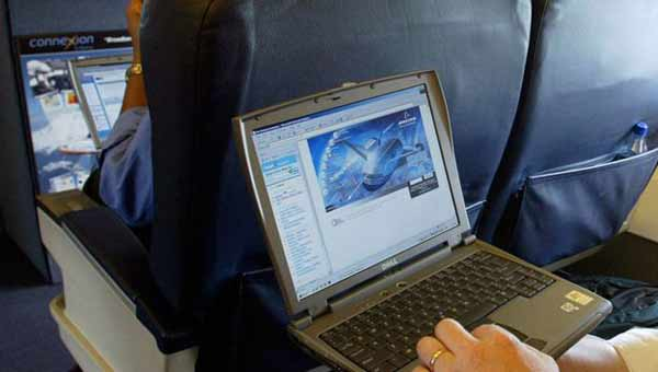 Laptop flight ban 'sparked by IS threat'