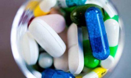 Antibiotic 'link to bowel cancer precursor'