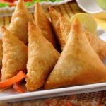 Crispy and crunchy chicken samosa