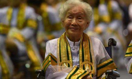 Thai granny completes university degree at 91
