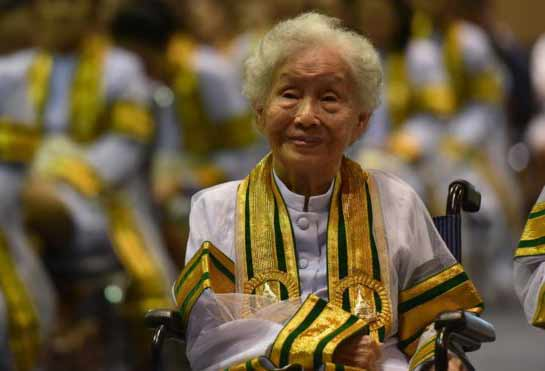 Thai granny completes university degree at 91