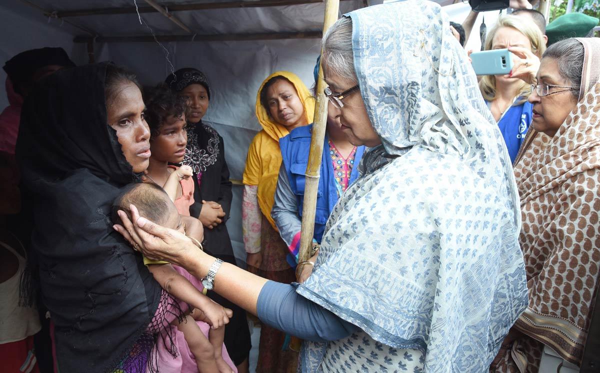 Hasina-visits-Rohingyas-1