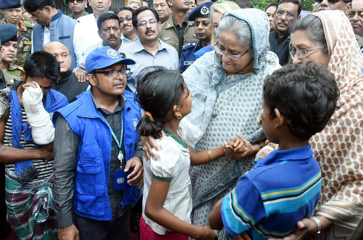 Hasina-visits-Rohingyas-2