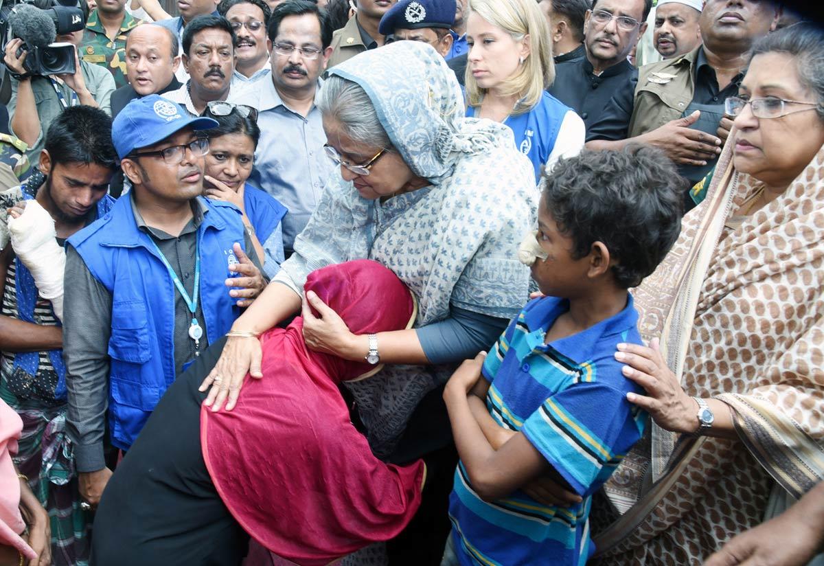 Hasina-visits-Rohingyas-3