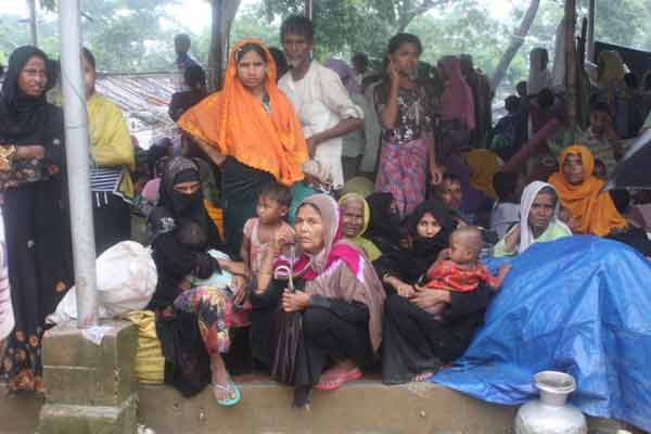 Rohingya refugees in Bangladesh makeshift shelters