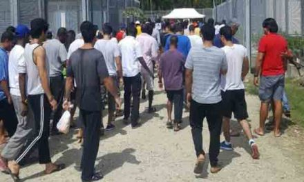 Refugees refuse to leave Australia centre