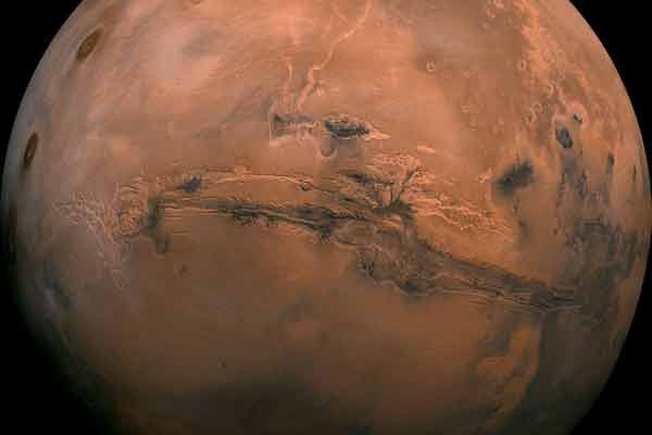 Methane bursts may have helped water flow on ancient Mars