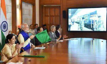 'Bandhan Express', linking Kolkata with Bangladesh's Khulna, flagged off