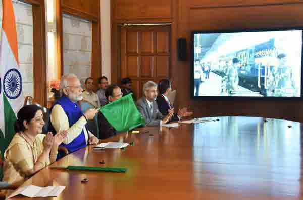 'Bandhan Express', linking Kolkata with Bangladesh's Khulna, flagged off